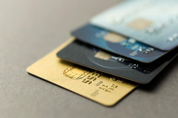 Cuando confundes la tarjeta de débito por la de crédito