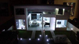 muestra de hogar inteligente color blanco iluminado con focos led