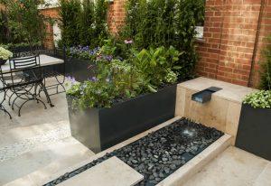 Remodelación de un patio con una fuente