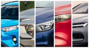 cinco autos vistos de frente