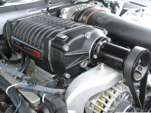 motor de auto con supercargador