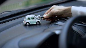 Cómo comprar un seguro para varios autos