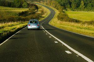 carro en la autopista