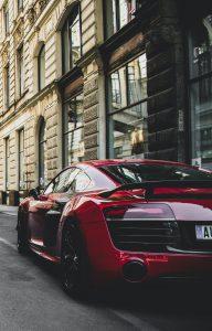 Automóvil color rojo nuevo